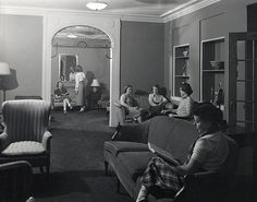 See the girls in the corner there? I think they might be jealous of my fabulous dorm room! Oak-Elm Halls Interior, 1950.  #DreamDormRoom #GarnetHill #LillyPulitzer