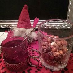 4 days for CHRISTMAS...Happy Chrismas, God Jul and Hyvää&Rauhallista JOULUA Kaikille.❤🎅🎄🔔 Ruoka, Herkut ja Juomat kuuluvat Joulun aikaaan. OLETKO Sinä Suolasen vai Makean Ystävä? Minä Tykkään molemmista ja vuorotellen, Nautiskellen Joulun aikana kaikessa Rauhassa... Nähdään. HYMY #joulukalenteri #joulu #rauha #ruoka #ruokablogi #herkuttelua #juomat #blogilates  #blogi #tykkään #nautin #hymy 🎵📀❤🎅🎄🔔👀⌚🎂🍷🌹😇☺