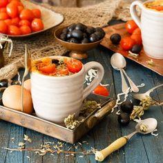 Mug cake salado de tomates y aceitunas - Los Tragaldabas