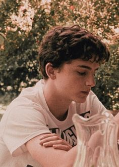 timothee chalamet call me by your name timothee chalamet Beautiful Boys, Pretty Boys, Cute Boys, Call Me By, Shotting Photo, Timmy T, Your Name, Madame, Pink Aesthetic