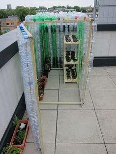 Plastic Bottle Greenhouse - brilliant recycling and potting shed idea for a school garden Plastic Bottle Greenhouse, Mini Greenhouse, Greenhouse Plans, Greenhouse Growing, Homemade Greenhouse, Cheap Greenhouse, Pallet Greenhouse, Backyard Greenhouse, Empty Plastic Bottles