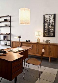 Interior da galeria Mauro Bolognesi dedicada especialmente ao design vintage escandinavo