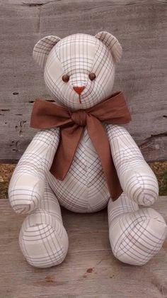 Urso em tecido bege e laço marrom liso ... Fofo!!