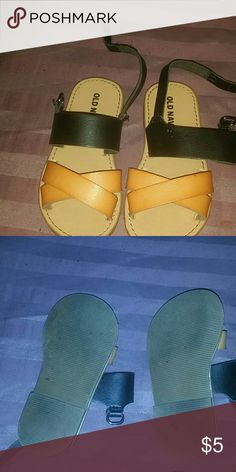 Sandals baby Used few times Old Navy Shoes Sandals & Flip Flops
