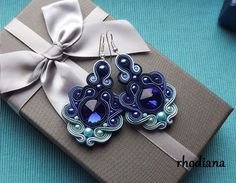 Rivoli Shades of Sky Soutache Earrings от RhodianaSoutache на Etsy Quilling Jewelry, Paper Jewelry, Beaded Jewelry, Handmade Jewelry, Soutache Earrings, Bridal Earrings, Shibori, Soutache Tutorial, Lesage