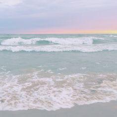 The waves sang the saddest song. Water Aesthetic, Beach Aesthetic, Sky Sea, Sea And Ocean, Sunset Beach, Ocean Beach, San Junipero, Summer Backgrounds, Waves