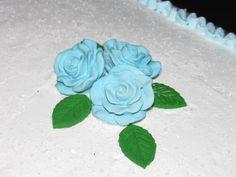 Bolo Flor Azul e Branco