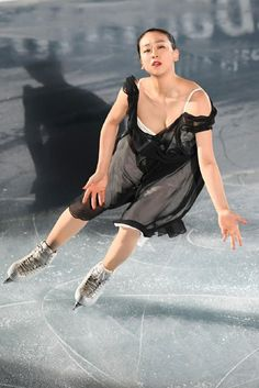 THE ICE 2017 Justin Bieber Style, Japanese Figure Skater, Kim Yuna, Bikini Fitness Models, Ice Show, Black Figure, Sport Gymnastics, Figure Skating Dresses, Women Figure