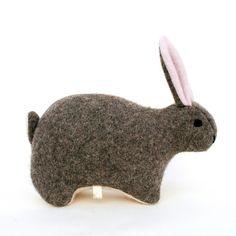 Gråbrun harepus av gjenbruksull Hare, Den, Kids Room, Rabbit, Animals, Bunny, Room Kids, Rabbits, Animales