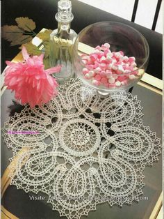 "Crochet ""Bruges lace mat"" ♥LCD♥ with diagram Thread Crochet, Knit Or Crochet, Filet Crochet, Irish Crochet, Crochet Motif, Bruges Lace, Tatting Patterns, Doily Patterns, Crochet Patterns"