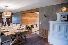 Kitz Boutique Chalet - Exklusives Chalet bei Kitzbühel Boutique, Kitchen Island, Conference Room, Dining Table, Furniture, Ski, Romance, Home Decor, Country Style Living Room