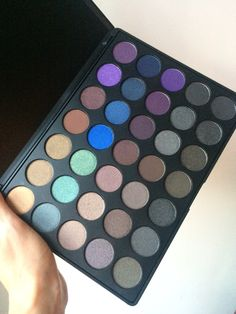 Blog Review of Morphe 35D dark colour smoky eyeshadow palette. Hope you like…