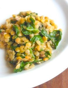 Never tried red lentils? Well, now is the time. This easy side dish with red lentils and spinach is so good for you and delicious too! Lentils And Spinach Recipe, Spinach Recipes, Healthy Recipes, Red Lentil Recipes Easy, Vegetable Recipes, Eating Raw, Clean Eating, Healthy Eating, Spinach Health Benefits
