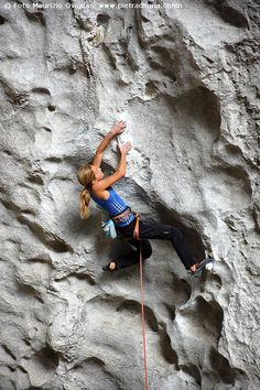 www.boulderingonline.pl Rock climbing and bouldering pictures and news Sasha DiGiulian in v