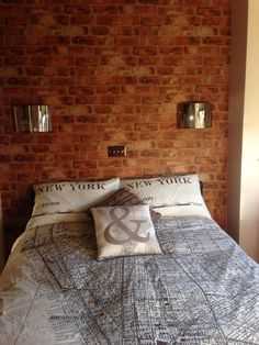 New York map bedding and brick effect wallpaper - Modern Bedroom Apartment, Apartment Living, York Apartment, Apartment Ideas, Map Of New York, Brick Bathroom, Bathroom Ideas, Bedroom Themes, House