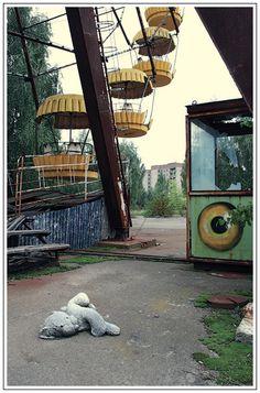 lost city of chernobyl, alexandr vikulov #abandoned . Jai ecouté beaucoup de documentaires sur la tragedie nucleaire de chernobyl et jai entendu dans un des documentaires que ce site etait senssé ouvrir au public la journee meme ou le lendemain de ce qui est arrivé... vraiment dommage