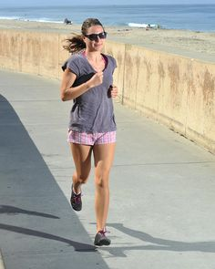 If you are thinking about starting a running program or are just taking your first few steps on your journey, then here are some of the things you need to know to ensure a smooth and safe transition to becoming a true runner. Running Form, Running Plan, How To Start Running, Running Tips, Running Workouts, Trail Running, Runners Diet Plan, Runner Diet, 15k Training
