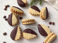 Christmas Sweets, Christmas Cooking, Baking Recipes, Cookie Recipes, Yummy Treats, Yummy Food, Czech Recipes, Small Desserts, Sweet And Salty