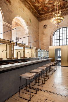 Crew Offices and Café von Henri Cleinge Architecte | Büroräume