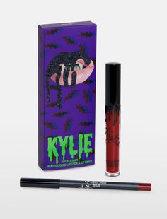 The Kylie Cosmetics Bite Me Matte Liquid Lipstick Lip Kit is your secret weapon to create the perfect Kylie Lip. Kylie Jenner Lipstick, Kylie Jenner Look, Kylie Lips, Nyx Cosmetics, Dupes Nyx, Mac Velvet Teddy, Mac Brave, Lipstick Colors, Lip Colors