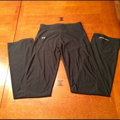 Under Armour coldgear running pants. Women's size small Under Armour coldgear running pants. Inseam 32in. Pants are black and in excellent condition. 86% polyester and 14% elastane. Straight leg. Under Armour Pants Track Pants & Joggers