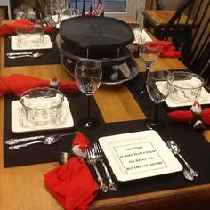 Tisch Raclette one day. must find a raclette machine. Raclette party with friends Raclette Machine, Raclette Party, French Cheese, Thanksgiving, Baked Brie, Melted Cheese, Chocolate Fondue, Party Planning, Table Decorations