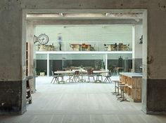 Mesa de caixotes  Hub in Madrid, Spain | 22 Gorgeous Startup Offices You Wish You Worked In