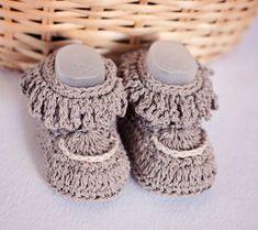 Instant download Baby Booties Crochet PATTERN por monpetitviolon
