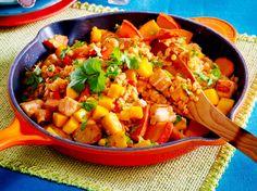 Putenbrust mit Mango, Kürbis und roten Linsen Rezept | LECKER