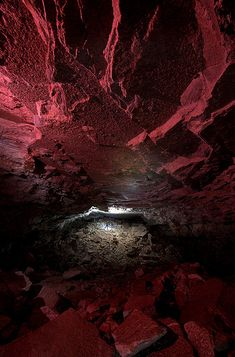 I had to click on this photo to find out what it was.......a deep grotto. Pretty ~