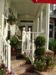 Van een trappetje naar de veranda een mooie entree gemaakt.         Romantische relax plek                Zo mooi kan grind zijn