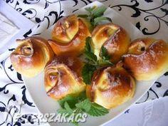 Túrós-meggyes, kelt rózsa recept