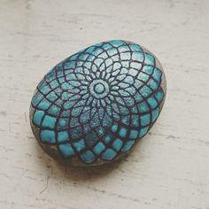 #stone #stoneart #beautiful_stones #handpaintedrocks #handpaintedstones #paintedpebbles #paintedrocks #paintedstones #mandalastones