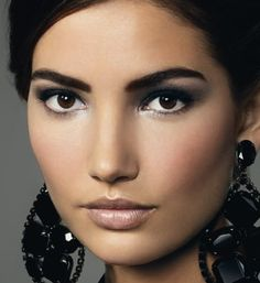This look is nice the way the features are separated from each other with highlighting between the eyes and cheeks.