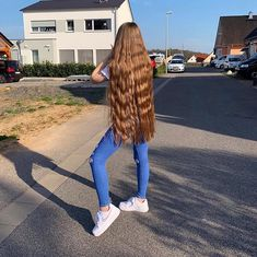 Long Hair Forum - find pictures, videos and links posted by long hair models and long hair enthusiasts Long Blond, Long Red Hair, Wavy Hair, Thick Hair, Rapunzel, Long Hair Models, Really Long Hair, Long Curls, Natural Hair Styles