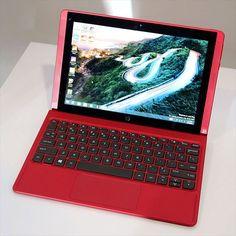 米HPの10.1型2in1モバイルPC「Pavilion x2」。マグネットで着脱できるキーボードを組み合わせた2in1モバイルPC。サイズは264(幅)×173(高さ)×16.75(奥行き)ミリ、重量はタブレットが約589グラム、キーボードが約598グラムだ。合体時の重量は約1.187キロとなる。32ビット版Windows 8.1、Bay Trail-TのAtom Z3736F(1.33GHz/最大2.16GHz、4コア/4スレッド対応)、メモリがオンボードで2Gバイト(DDR3L-1600 SDRAM)、データストレージは32Gバイトもしくは64GバイトのeMMC。ディスプレイの解像度は1280×800ピクセル。フルサイズ(Type A/Standard-A)のUSB 2.0、充電端子兼用のUSB Type-Cコネクタを採用したUSB 2.0も装備。Micro HDMI(1.4)出力、ヘッドフォン/マイク兼用端子、microSDメモリーカードスロット(最大2TバイトのSDXC対応)、HD…