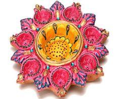 A beautiful Pink Diya Tray with 7 diyas on the outside and 1 big centre diya. Diwali Diya, Diwali Craft, Diwali Gifts, Indian Festival Of Lights, Indian Festivals, Festival Lights, Diya Decoration Ideas, Diwali Decorations, Wedding Decorations