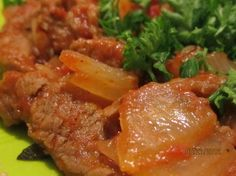 Portuguese Beef and Onions (Bifes De Cebolada). Feel free to add red pepper flakes or cayenne pepper to taste. Beef Onion Recipe, Onion Recipes, Meat Recipes, Pasta Recipes, Cooking Recipes, Recipies, Spicy Dishes, Beef Dishes, Portuguese Recipes
