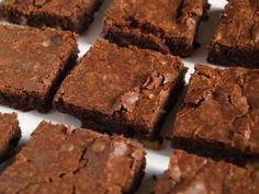Cappuccino Protein Cake 3 scoops of chocolate protein of unsweetened almond milk cocoa powder decaf Nescafé 1 egg of oats of walnuts 3 truvias coconut oil, or light butter of flax seeds of baking powder Some dark chocolate Brownie Recipes, Cake Recipes, Dessert Recipes, Katharine Hepburn, Cake Varieties, Protein Cake, Gluten Free Brownies, Most Delicious Recipe, Homemade Desserts