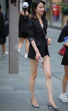 Beautiful Asian Women, Beautiful Legs, Legs For Days, Japanese Fashion, Sexy Legs, Asian Woman, Asian Beauty, Short Dresses, Mini Skirts