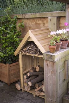You want to build a outdoor firewood rack? Here is a some firewood storage and creative firewood rack ideas for outdoors. Lots of great building tutorials and DIY-friendly inspirations! Outdoor Firewood Rack, Firewood Storage, Outdoor Storage, Indoor Outdoor, Outdoor Decor, Log Store, Wood Shed, Storage Design, Storage Ideas
