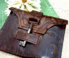 inspiration...   key clasp!   a crossbody or a tote. The key is such a nice addition.
