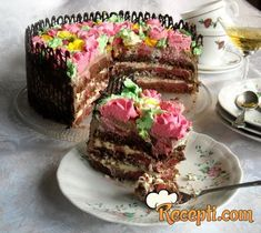 Recept za Čokoladnu tortu sa jagodama. Za spremanje poslastice neophodno je pripremiti jaja, šećer, puter, čokoladu, mleko, vodu, brašno, kakao, prašak za pecivo, so, puding, jagode.