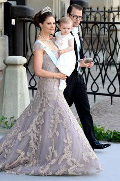 Crown Princess Victoria , her darling husband and daughter at The Wedding Of Princess Madeleine, her sister, to Christopher O'Neill, from New York. Princess Diana Wedding, Princess Dress Up, Prince And Princess, Princess Victoria Of Sweden, Crown Princess Victoria, Victoria Prince, Casa Real, Royal Brides, Royal Weddings