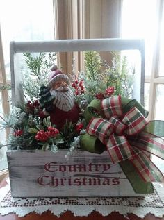 Christmas Tree Wreath, Christmas Table Decorations, Christmas Crafts For Gifts, Christmas Projects, Christmas Floral Arrangements, Flower Arrangements, Country Christmas, Christmas Time, Decorated Boxes