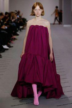 Balenciaga Fall 2017 Ready-to-Wear Collection Photos - Vogue