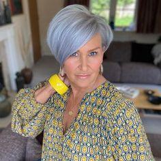 Short White Hair, Grey Hair, Short Hair Cuts For Women, Short Hair Styles, Fashion Over 50, Boss Lady, Bob Cut, Autumn Fashion, Curvy