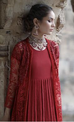Looks to get Hook Of - AwesomeLifestyleFashion Pakistani Fancy Dresses, Pakistani Dress Design, Pakistani Outfits, Indian Dresses, Indian Outfits, Frock Fashion, Fashion Dresses, 80s Fashion, Grunge Fashion