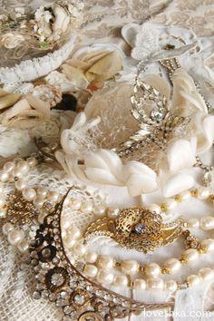 ヘッドドレス / ヘッドリース / コサージュ / ボンネ / ティアラ/ クラウン / ネックレス / イヤリング / ブローチ / ブレスレット / ベール / 結婚式 / wedding / オリジナルウェディング / プティラブーシュカ / トキメクウェディング Bridal Accessories, Wedding Hairstyles, Tulle, Pearls, My Style, Lace, Pretty, Jewelry, Fashion