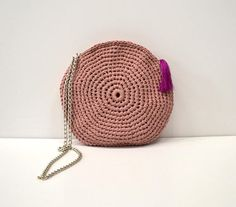 With this cute round summer bag you are ready for summer! You can wear in cross body! PDF Pattern only - Not final product! Circle Purse, Round Bag, Summer Bags, Saddle Bags, Straw Bag, Shoulder Strap, Crochet Patterns, Crossbody Bag, Crochet Hats